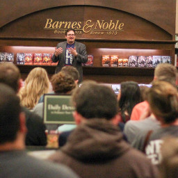 "Brandon Sanderson ""Calamity"" signing at Barnes and Noble"